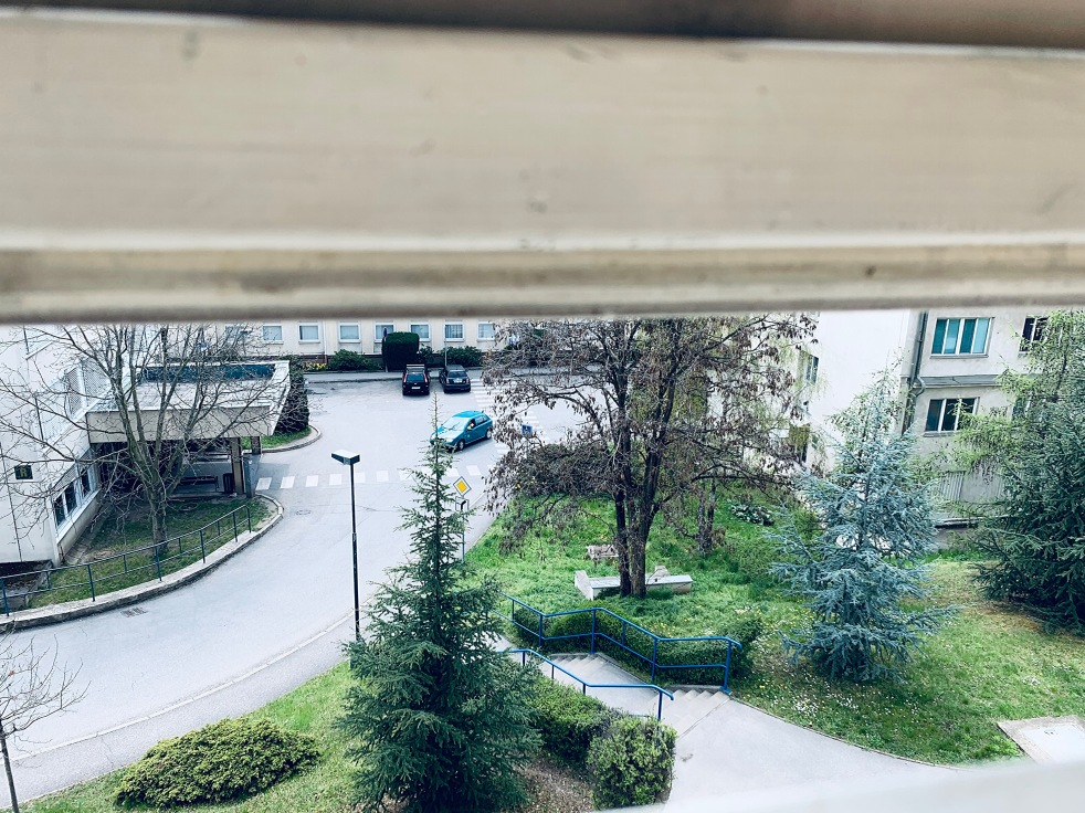 Výhled z nemocničního pokoje FNKV